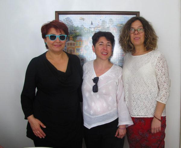escritora, anfitriona, FOW, viaje, Estambul, Alice Fauveau junto a dos de las anfitrionas del viaje a Estambul: Buket Uzuner, Bedriye Hülya, Alice Fauveau..